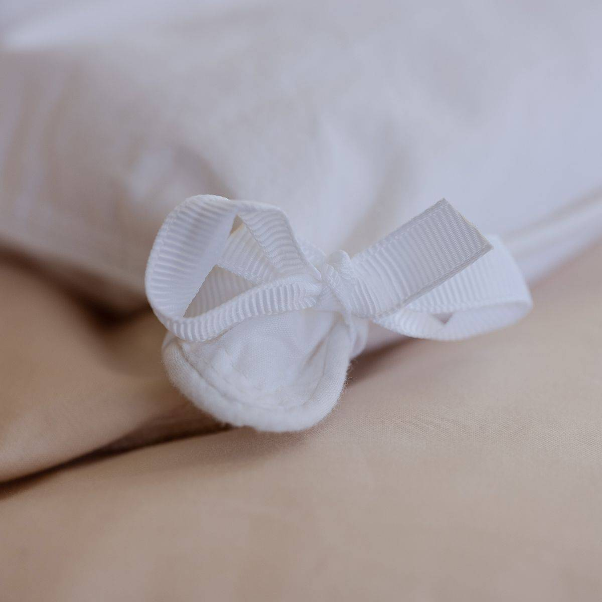 Duvet cover tie for easy securing
