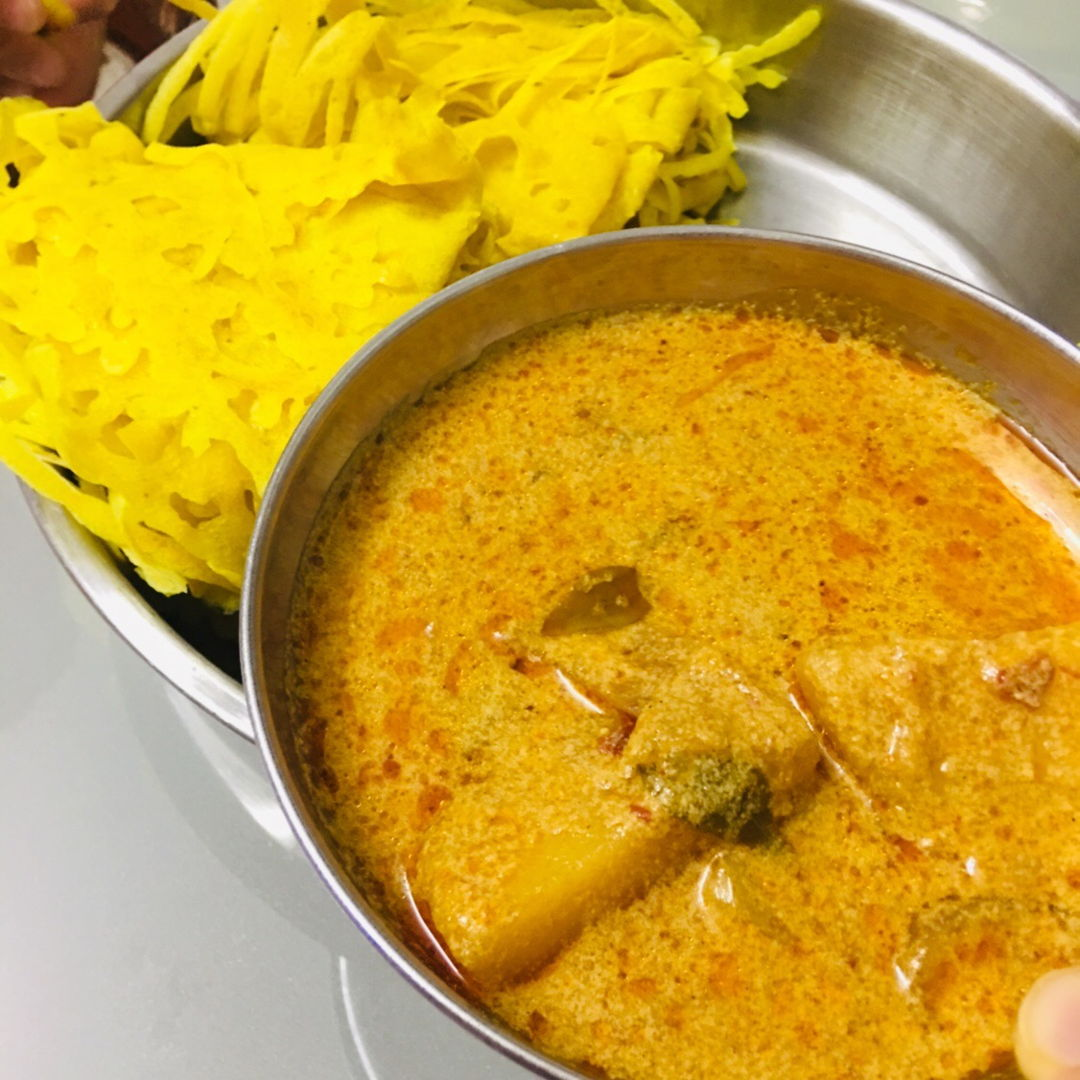 "One word to describe the combination of roti jala with curry is........ ""BEST"""