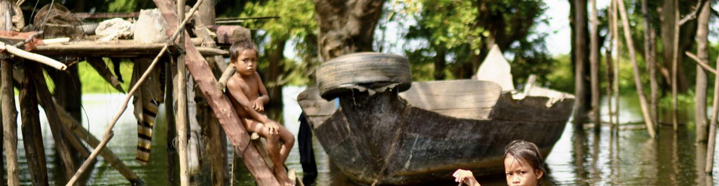 Экскурсия в деревню на сваях  Деревня Кампонг Пхлуг