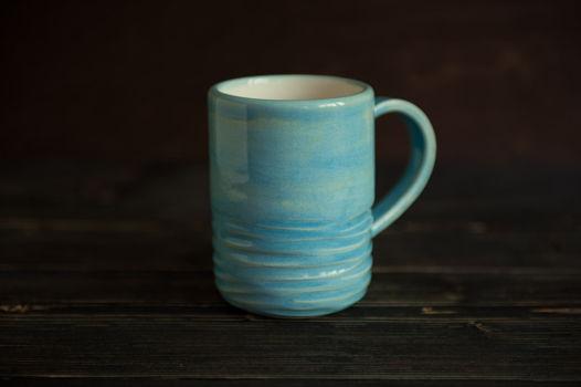 Большая голубая керамическая чашка