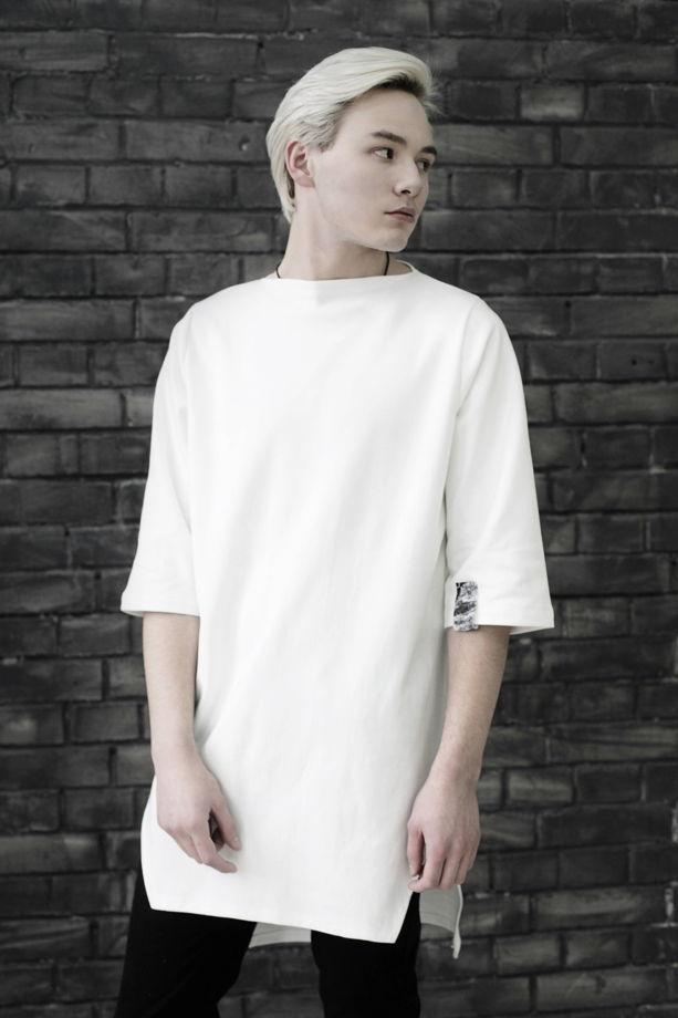 Белая мужская футболка с ассиметричным низом из натурального материала