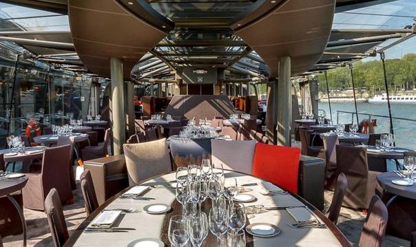 Ужин на кораблике в 18:00 с круизом по Сене, Париж