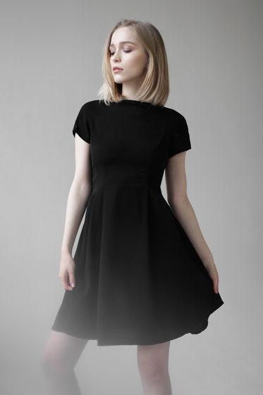 Платье с юбкой со складками