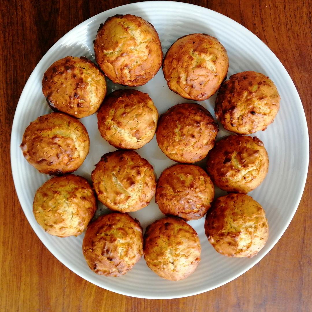 homemade (very) cheesy muffins