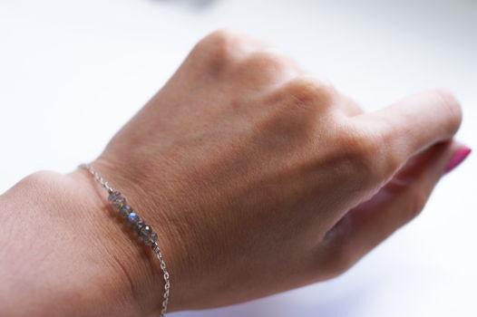 Тонкий серебряный браслет с натуральным лабрадором