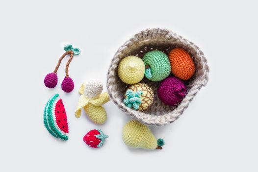 Вязаная корзинка с фруктами (малая) ручной работы для детей