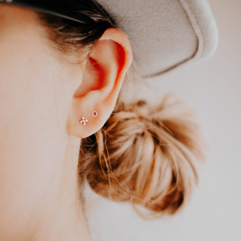 solid gold xo stud earrings