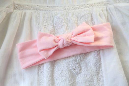 Бантик нежно-розового цвета из хлопка.