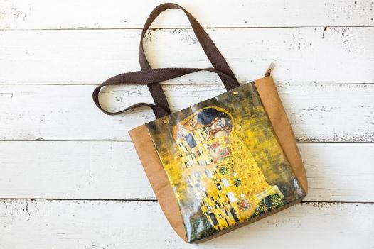"""Эко-сумка из моющегося крафта """"Климт. Поцелуй"""""""