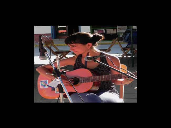Aluminé Guerrero (cantautora)-Montañita