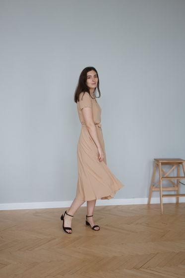 Платье на талии, цвет бежевый