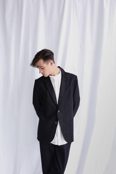 Льняной чёрный пиджак со вспушками