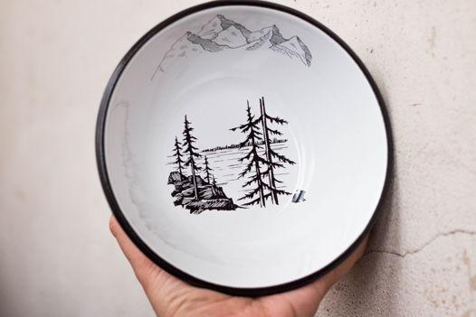 Эмалированная миска с лесом и горами