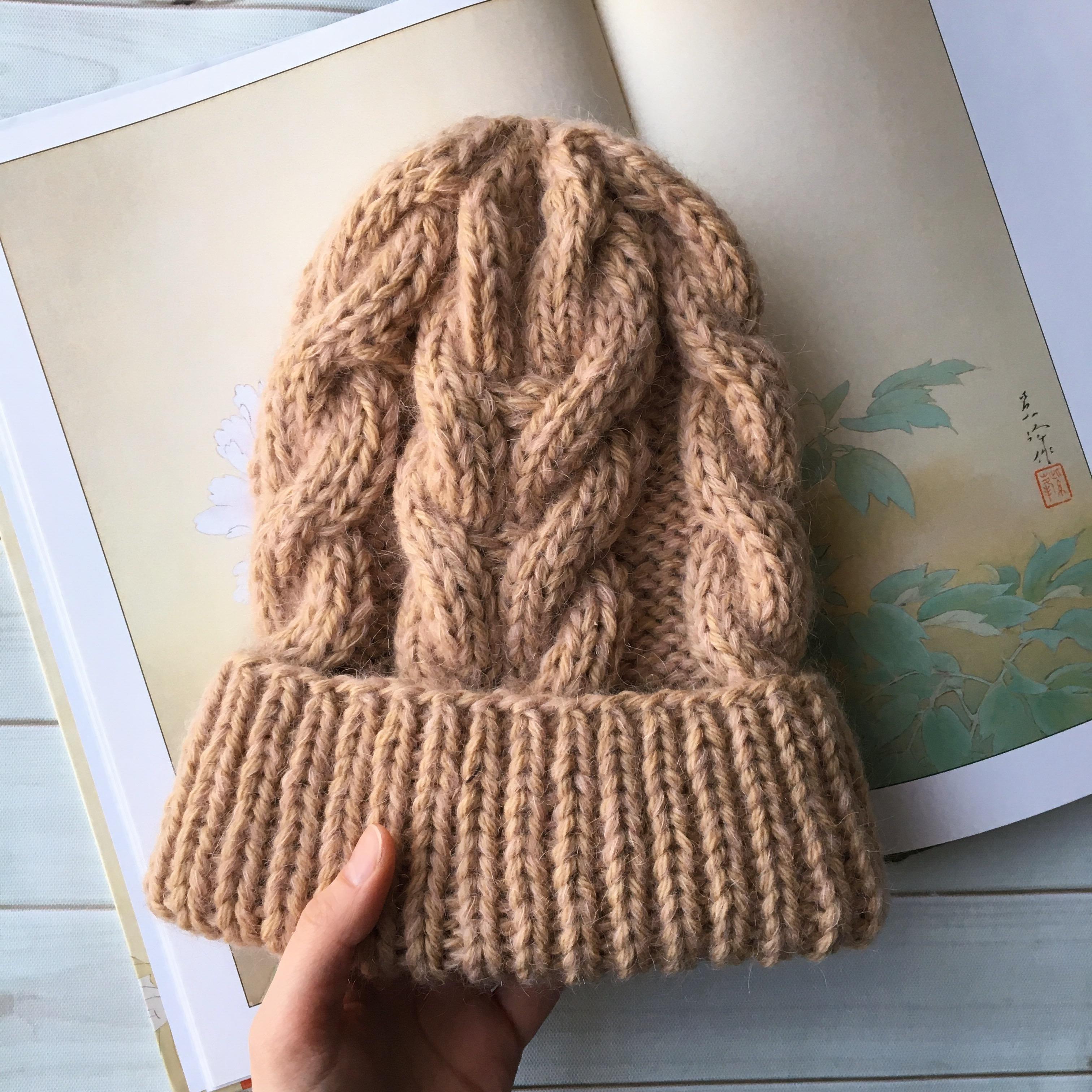 вязаная шапка с косами в магазине теплое More на ламбада маркете