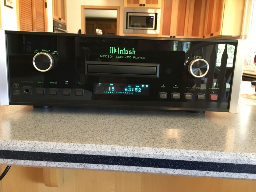 McIntosh MCD201 CD/SACD Player
