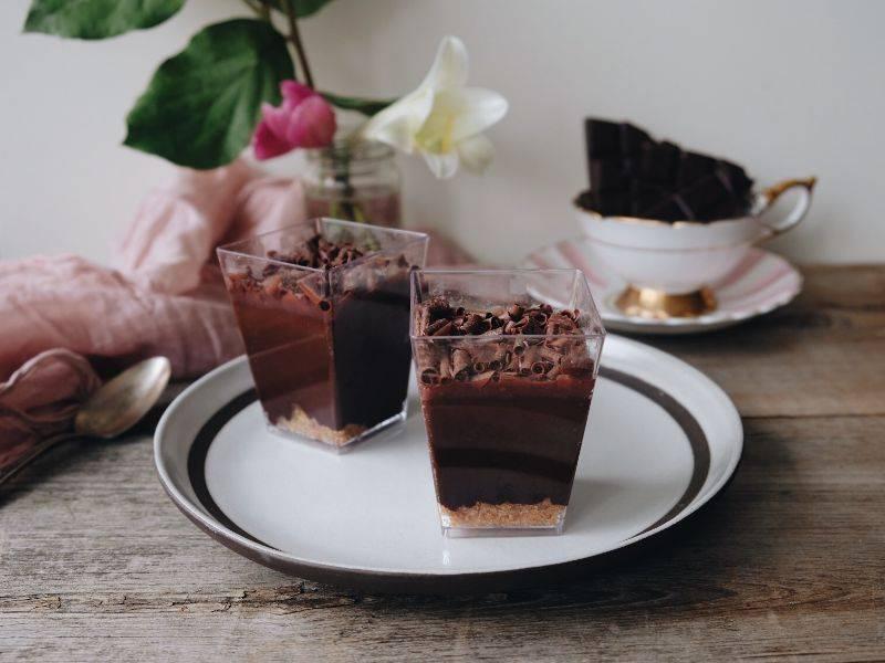 verrine chocolat et coulis de framboises la boite du chef