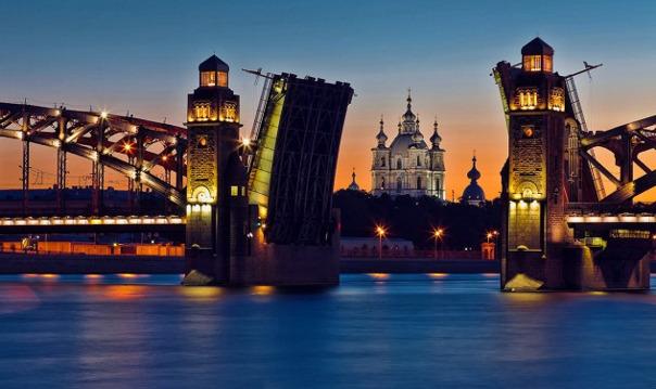 Прогулка под разводными мостами с живой музыкой
