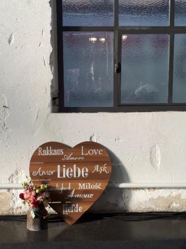 Wodden heart with love in different languages at TrauDich wedding fair in Düsseldorf