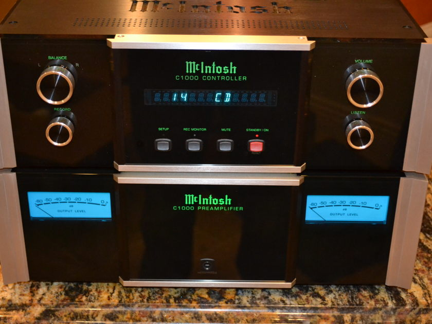 McIntosh  C1000 Solid State Preamplifier