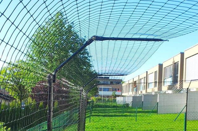 cat fence netting, purrfect fence, chain link fence