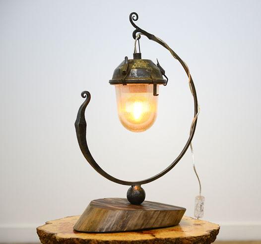 Светильник настольный из старого фонаря