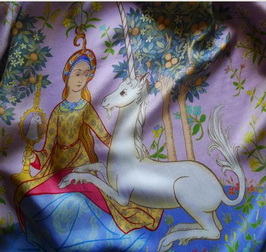 """Сиреневый шелковый платок """"Леди и Единорог"""""""