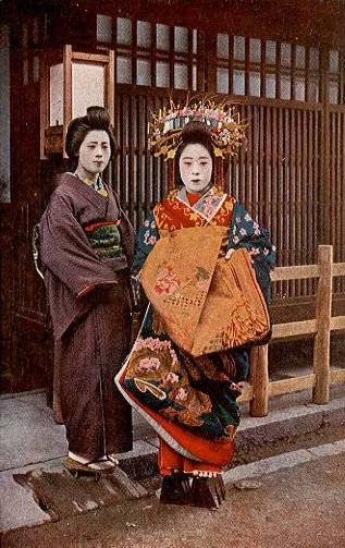 geisha with obi tied at the back and oiran with obi tied at the front