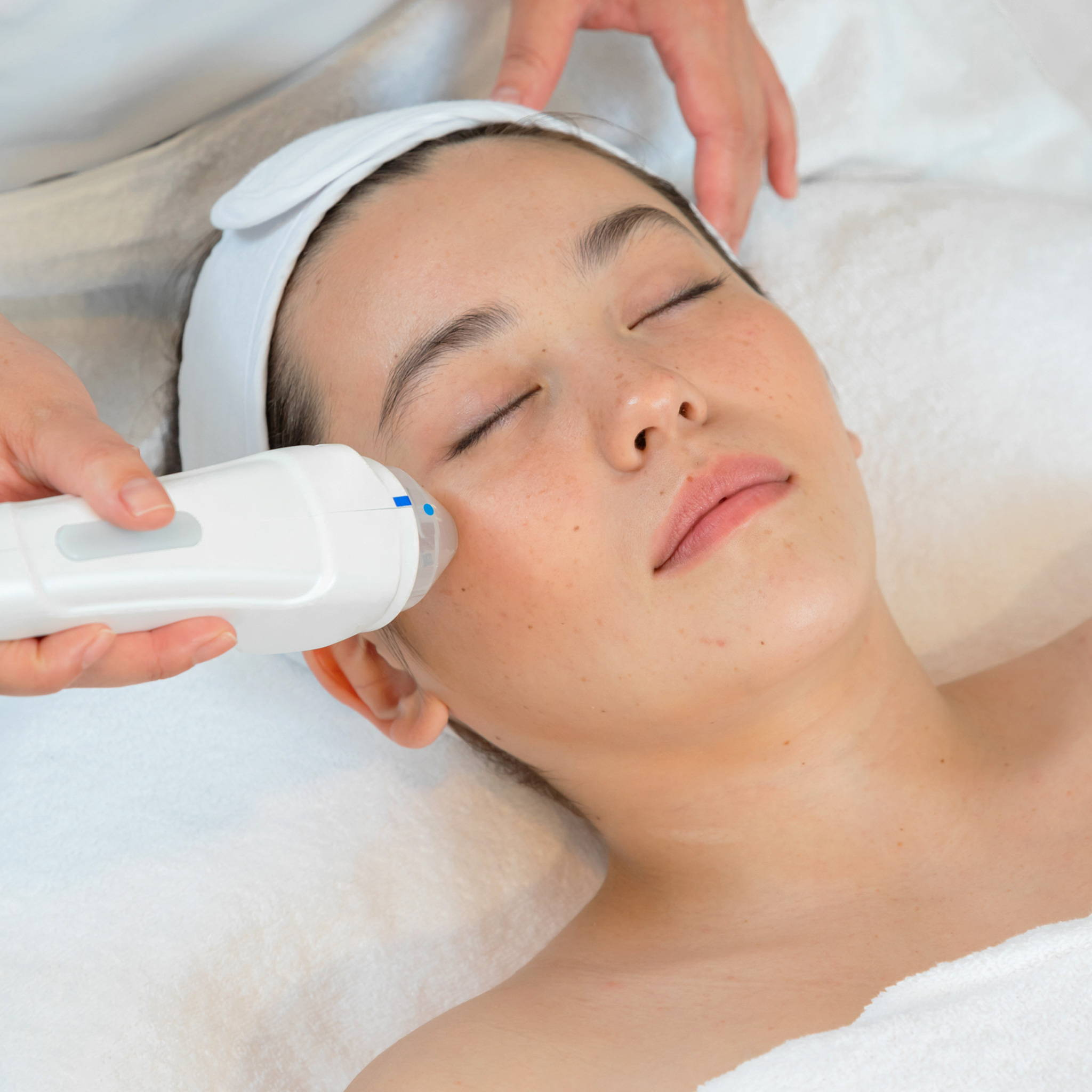 Intensif RF Microneedling Neck Treatment