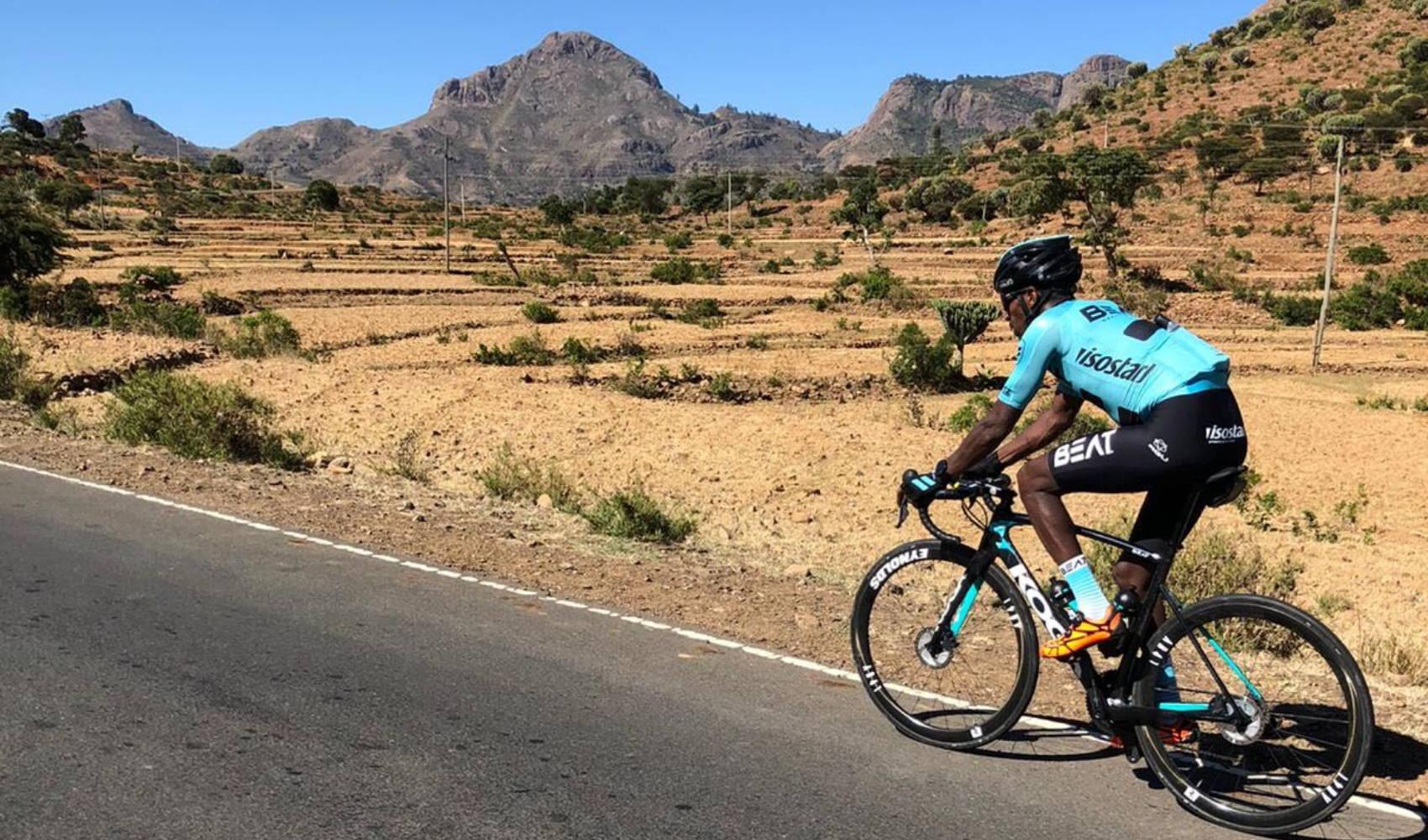 Daniel Abraham van BEAT Cycling Club op hoogtestage in Ethiopië