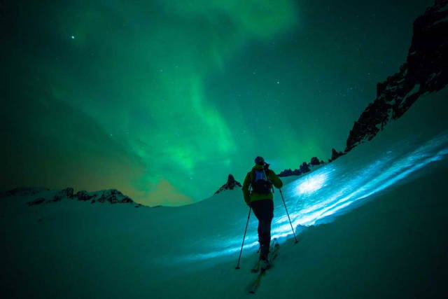 Northern Light Snowshoe Hike