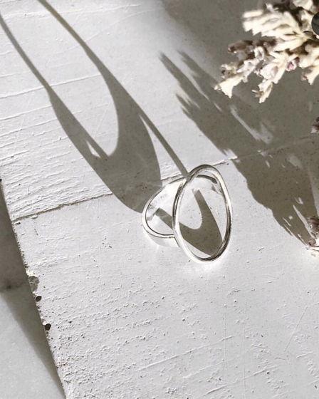 Серебряное кольцо ручной работы с кругом овалом в центре. Fresh bijou