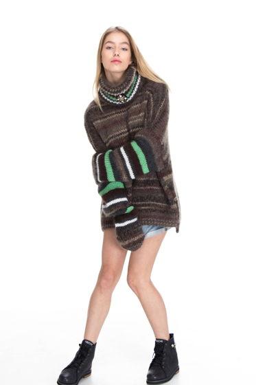Коричнево-зеленый свитер оверсайз со съёмным воротом