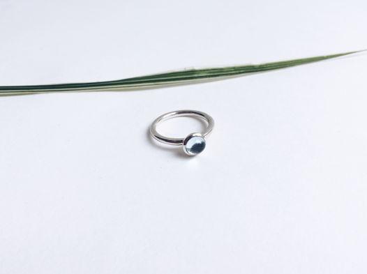 Кольцо из серебра «сфера» с топазом