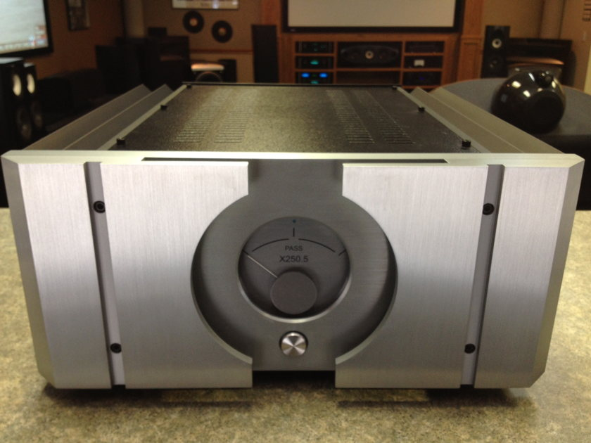Pass Labs X-250.5  Fully Balanced, 250wpc. Stereo Amplifier