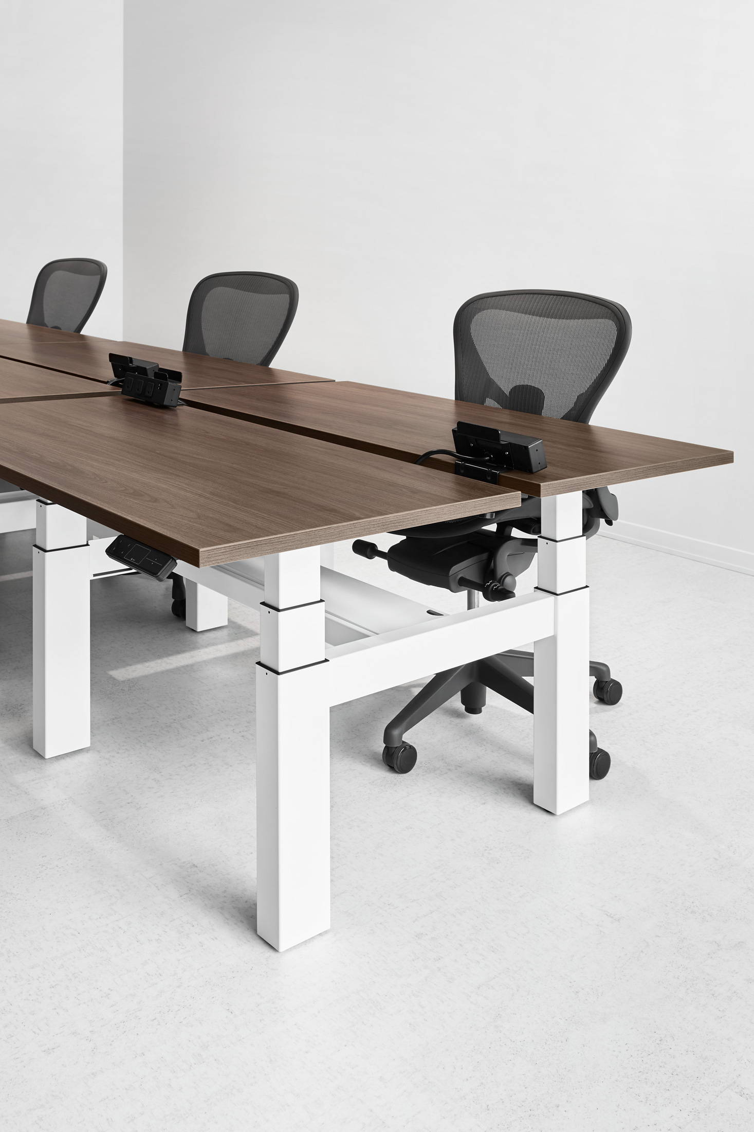 Shopify sit-stand desks - from ergonofis Montreal