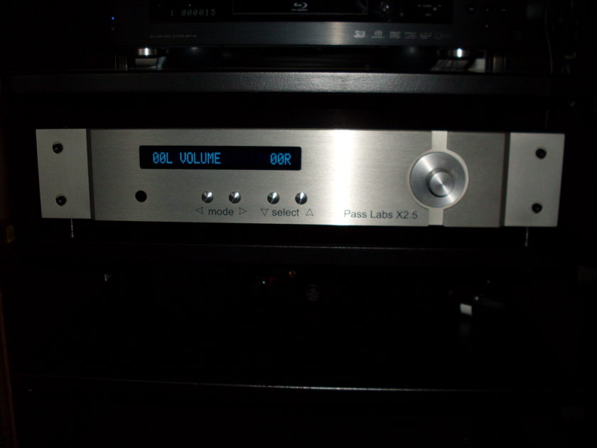 PASS LABS X2.5 - CLASS A, 100% BALANCED TRUE REFERENCE PREAMP, LIKE NEW  IN BOX, BRICK REMOTE FREE S&H!