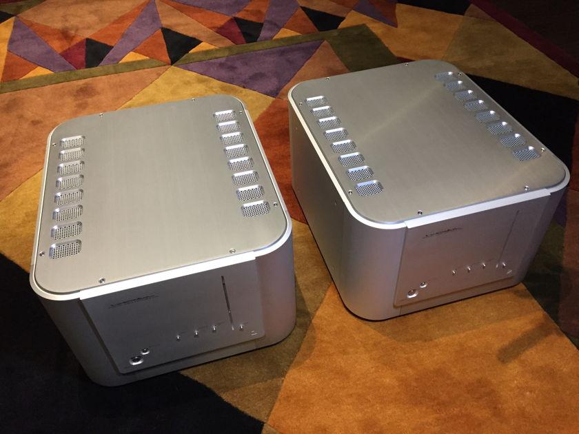 Luxman B-1000f Monoblock Amplifiers