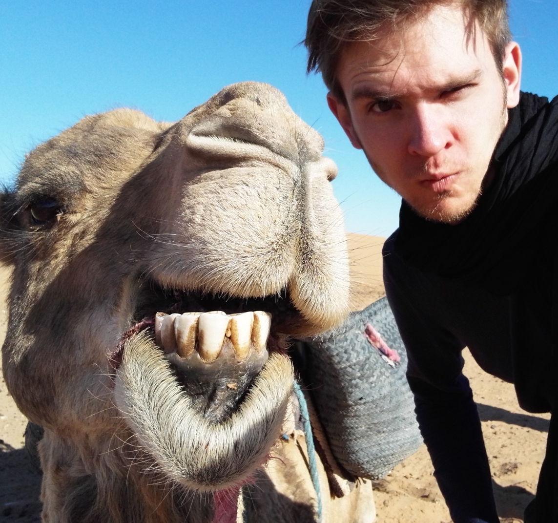 Kevin Drasl, Erfinder von den Gewürznüssen, mit Kamel