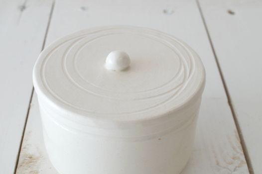 Керамическая шкатулка для украшений и мелочей белого цвета