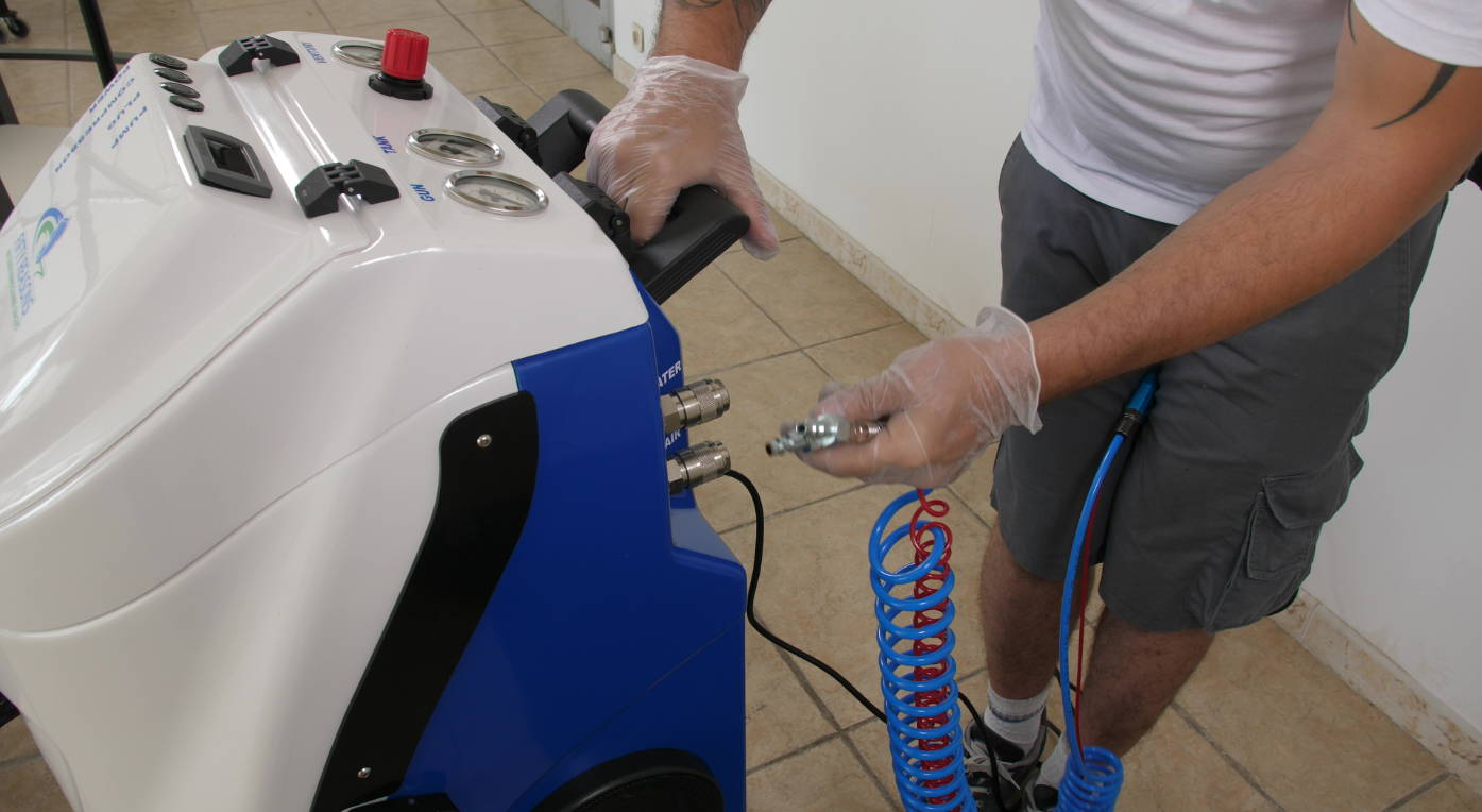 La machine Clim Cleaner et technicien