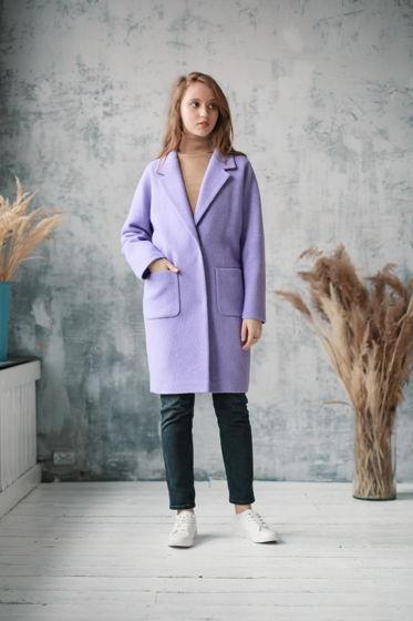 Пальто-кокон сиреневого цвета