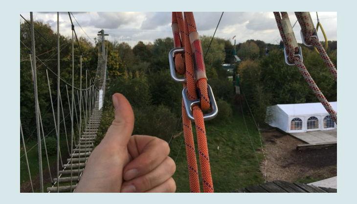 querfeldein hochseilgarten vor hängeseilbrücke
