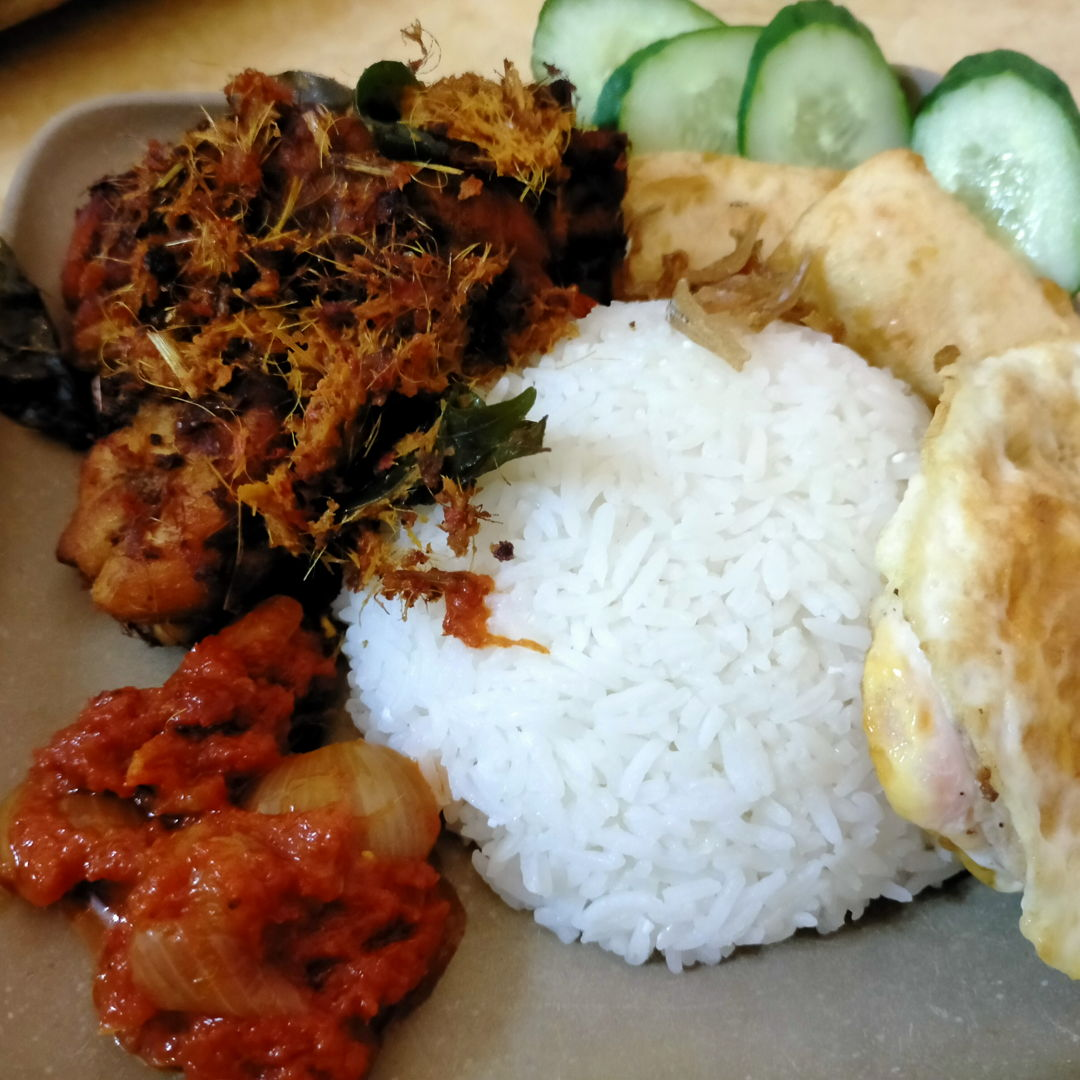 Nasi lemak served with Ayam Goreng Berempah..great combination!