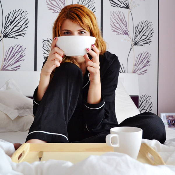 morning-bed-happy-coffee-breakfast
