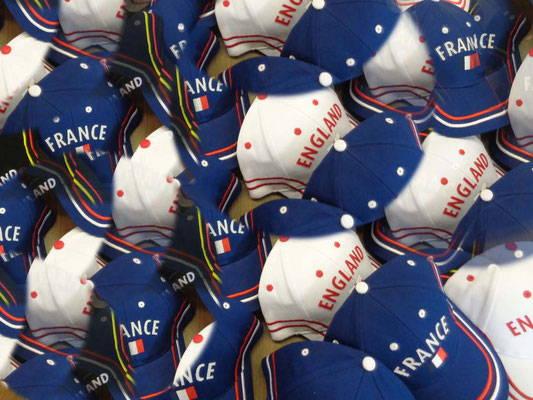 Caps mit Ihrem Logo besticken lassen rot | Werbe-Welt.Shop