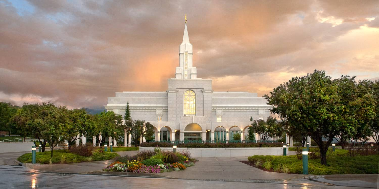 Photo of Bountiful Utah LDS Temple on an overcast day.