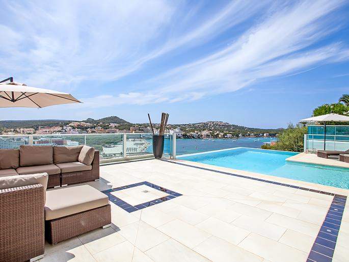 Modern villa with stunning sea views in Santa Ponsa