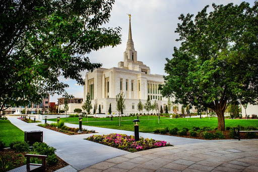 Photo of the LDS Ogdent Temple and grounds.
