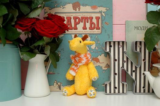 Жирафик в шарфе