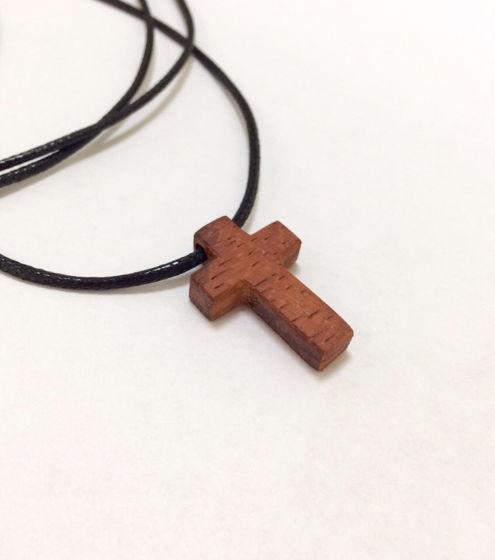 Крестик из красного дерева